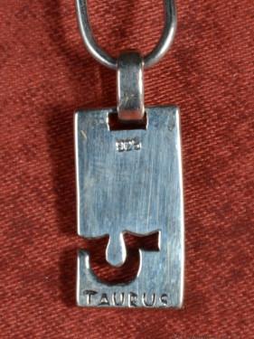 Zilveren hanger met dierenriemteken van Stier