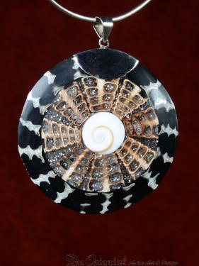 Handgemaakt sieraad van schelp en koraal 57mm