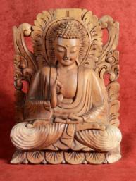Op lotustroon gezeten Boeddha met serene uitstraling