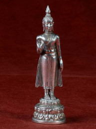 Boeddha miniatuur voor maandag Boeddha vernikkeld