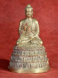 Boeddha zittend in abhaya mudra brons