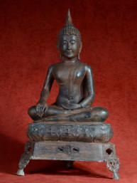 Boeddha brons in bhumiparsa mudra pose