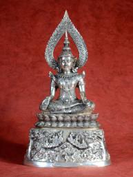 Rijkelijk bewerkte Konings Boeddha
