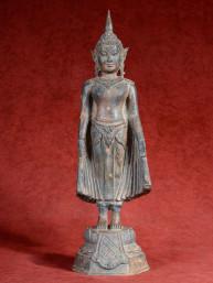 Boeddha staand in Varada mudra, brons.