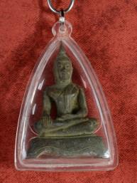 Oud miniatuur amulet van een Sukothai Boeddha