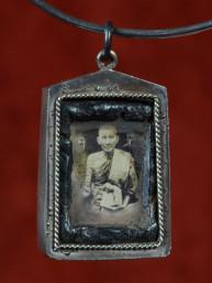 Amulet met fotootje van Luang Phor Derm