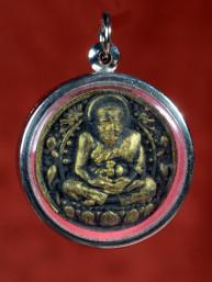 Rond amulet van Phra Luang Phor Tuad zwart