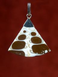 Hanger schelp handgemaakt bruin