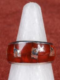 Hindoestaanse ring ingelegd met jaspis en Om padme hum script 925