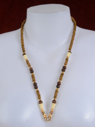 Thaise amulet ketting verguld met bruine en ivoorkleurige kralen