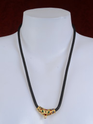 Thaise amulet ketting zwart met verguld