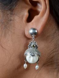 Balinese Eclips of maangezicht oorbellen met peridoot steentje