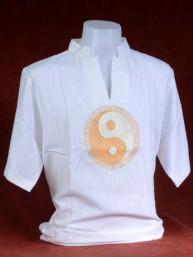 Linnen tropenshirt met geborduurde Yin-Yang goud op wit