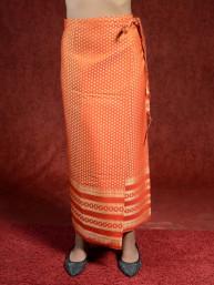 Traditionele Thaise satijnen omslagrok met gouddraad. Oranje I