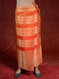Traditionele Thaise satijnen omslagrok met gouddraad. Oranje II
