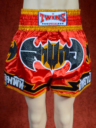 Originele Twins wedstrijd short Muay Thai black bat on red