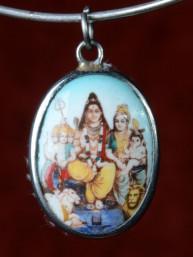 Medaillon met Shiva, Paravati, Ganesha en Murugan