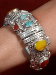 Armband Tibet met turkoois, jaspis, agaat en bamboekoraal