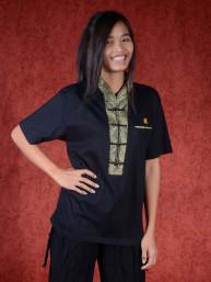 Shirt met gouden kraag en chinees symbooltje voor happiness