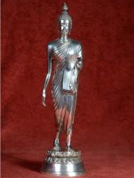 Thaise wandelende Boeddha vernikkeld