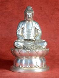 Amida Boeddha zittend in Dhyana mudra
