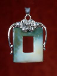 Handgemaakte hanger zilver met jade zetting.