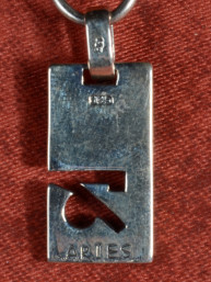 Zilveren hanger met dierenriemteken van Ram