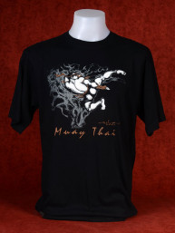 "Muay Thai T-Shirt ""Pra Ram Yeap Longkar"" van Human Fighting, Anusha Saisuk design, zwart"