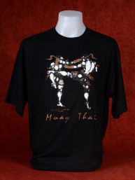 "Muay Thai T-Shirt ""Mon Yan Lukr"" van Human Fighting, Anusha Saisuk design, zwart"