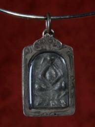 Phra Pidta amulet Boeddha met de gesloten ogen