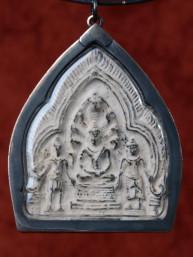 Phra Narai Thong Phun amulet met Boeddha