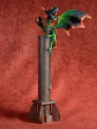 Wierookbrander met gevleugelde draak met bal rood-groen