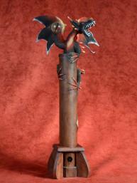 Wierookbrander met gevleugelde draak met bal rood