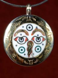 Hanger ogen van Boeddha en de twee gouden Vissen