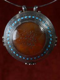 Zilveren hanger met zetting van agaat en turkoois